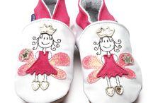 Inch Blue Bebek Ayakkabısı / Bebeğinizin narin ayaklarına göre tasarlanmış, el yapımı, yumuşak deri Inch Blue marka bebek ayakkabıları Bebek Form'da...