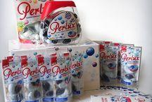 Kampania Perlux / Poznaj wyjątkowe perły piorące Perlux, które jako jedyne na świecie łączą w sobie to, co dla Twoich ubrań jest najlepsze: skuteczność proszku i delikatność żelu. Możemy być dumni z tego, że polski produkt według badań okazał się być najskuteczniejszy w działaniu. To właśnie go wyróżnia i czyni unikalnym na tle wszystkich kapsułek żelowych.
