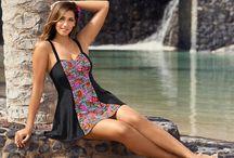 Bademode in großen Größen ♥ Plussize swimwear / Bademode - das sind Badeanzüge, Tankinis und Badekleider für mollige Frauen mit einer Größe von 42 bis 64. Unsere Bademode stellt Eure Vorzüge in den Fokus!