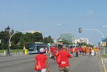En la Diada de Catalunya de hoy  Ciudadanos con camisetas de color rojo y amarillo en avda diagonal Consultoria de Seguridad Segurpricat Consulting