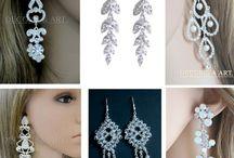 Biżuteria / Biżuteria ślubna, wieczorowa, okazjonalna, doskonała na prezent . Dostępna w butiku Decoris & Art, gdzie znajdziecie różnorodne kolczyki ślubne i wieczorowe, naszyjniki, bransoletki, broszki, wisiorki, oraz dodatki ślubne, weselne, wieczorowe i okolicznościowe.
