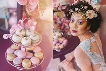 Fashion Macarons - Marie Antoinette / Te-ai gândit vreodată că desertul poate fi fashion? Apetisanții macarons au fost piesa de rezistență a unei rafinate ședințe foto. #macarons #MarieAntoinette  Make-up: Ami Cristea Flowers: Las Floristas Photo credit: C'est Lavi / Photography
