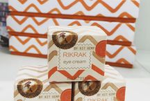 ECLECTIC RIK RAK / Signature scents capturing the essence of Kit's love of fragrance: an English garden in full summer bloom, a herb garden after the rain and a bitter sweet spiced citrus. All wrapped in Kit Kemp's infamous RikRak fabric print. Exclusively at Brummells of London