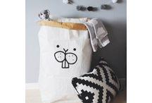 Sacs de rangement TELLKIDDO / Des sacs en papiers ultra résistants, peints à la main : castor, lion, ours brun... Une idée de déco originale dans une chambre d'enfant !