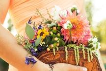 Taske fyldt med blomster