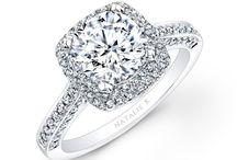 C U S H I O N / Cushion-cut diamonds engagement rings