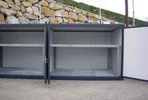 Casetas de almacén de residuos en venta  / Las casetas de almacén de residuos ofrecen soluciones para el almacenamiento de sustancias combustibles, contaminantes o al almacenaje de residuos en el exterior.