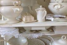 Brocante  en Antiek serviesgoed / mooi brocante of antiek serviesgoed  ook te vinden in mijn webshop  www.brocantedeknotwilg.nl