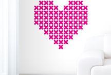 Verras je liefde met Valentijnsdag / Hier vind je enkele van onze mooie muurstickers over de liefde! Leuk voor in de woonkamer, slaapkamer, gang, toilet, waar je je liefde ook wil verrassen. Kijk ook op www.stickerqueen.nl en like ons op Facebook!