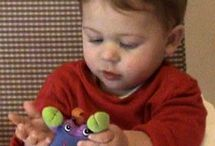 Attention, communication and hand skills / How infants use their eyes and hands to communicate and get things done