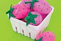 Plastic egg craft idea / This page has a lot of free Plastic egg craft idea for kids,parents and preschool teachers.