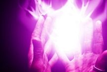 Fiamma Violetta / Essenza della luce spirituale, legata alla libertà, al perdono e alla trasmutazione. Il colore viola è sempre stato associato con la spiritualità. www.pranoterapia-ancona.com