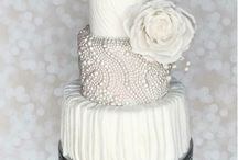 White Wedding Cakes / Gorgeous white wedding cake inspiration