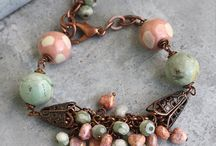 Original Bracelets ideas / Bracelets originals made with semi precious stones, metal beads and pieces, glass beads, chains, pearls, clasp, ceramic beads, wood beads. Http://www.beadsplanete.com