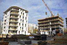 Powiśle Park w Warszawie / Na warszawskim Powiślu, w miejscu do niedawna istniejących zabudowań należących do Mazowieckiej Spółki Gazownictwa, trwa budowa zespołu usługowo-biurowo-mieszkalnego. W ramach inwestycji powstają: nowoczesny obiekt biurowy oraz 5 budynków apartamentowych o wysokim standardzie. Zespół zaprojektowany został przez pracownię Kuryłowicz&Associates Sp. z o.o. Budowa rozpoczęła się w lutym br. a jej zakończenie planowane jest na wiosnę 2014 roku. Nasza firma dostarcza deskowania na budowę zespołu.