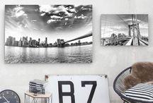 We ❤️ myposter.de / Poster, Alu-Dibond, Leinwand, Fototapete, Klebefolie... myposter.de hat sie alle. Neben einer großen Auswahl an Motiven von Skyline bis Statement kannst du auch eigene Fotos drucken lassen und dir so dein ganz persönliches Kunstwerk an die Wand hängen. Wie toll das aussieht, zeigen wir dir hier – inklusive Tipps und Tricks rund um das Dekorieren mit Bildern, tollen DIY-Anleitungen und schönen Printables.