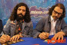 ¡Enjambre en firma de autógrafos! / Firma exclusiva.