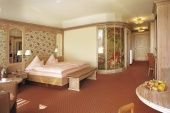 Zimmer & Suiten / Insgesamt 70 Zimmer und Suiten gibt es in unserem Hotel.