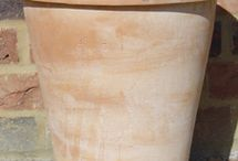 Italian terracotta pots / Lovely handcrafted Tuscan terracotta pots from a family run pottery in Siena.