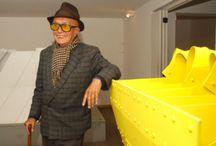 Edgar Negret / Edgar Negret Dueñas fue un escultor abstracto colombiano. Junto con Hugo Martínez González y Eduardo Ramírez Villamizar, introdujo la escultura abstraccionista y geomética en Colombia a mediados del siglo XX.  Fecha de nacimiento: 11 de octubre de 1920, Popayán, Colombia Fecha de la muerte: 11 de octubre de 2012, Bogotá, Colombia Libros: Negret: diálogo con lo sagrado Premios: Beca Guggenheim en Artes Creativas, Estados Unidos y Canadá