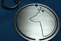 Welinktags / WeLink is a family business born from the crazy idea of us wearing dog tags cut in the shape of our beloved dogs.