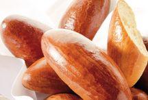 BROOD EN ANDER LEKKERS / by Nicole van Hulle