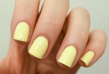 Obsessing over pale lemon nails