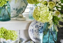 Blue & White / Classic Blue & White china patterns and dinnerware. Always inspirational for home decor in beautiful kitchens and bedrooms. #blue & white #china #tablescapes #spring #summer