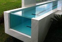 Piscina de vidro / Uma piscina de vidro tem um efeito mágico e encantador, com vistas incríveis dentro e fora da água!