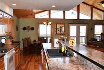 Suite Style Mountain Home / Sits on the top of Branson MO! Be the king of the world in this wonderful 3/3 home.