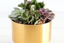 Pot bunga tembaga dan kuningan