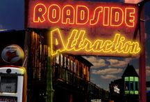 Roadside Attraction / Maggie O'Neil Mysteries Book 1