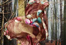 Oilily Sjaals Winter / Fantasievolle prints, exclusieve designs, verfijnde materialen: de originele shawls van Oilily zijn echte eyecatchers!  Bekijk ze snel op; https://www.bubbels-tassen-enzo.nl/sjaals