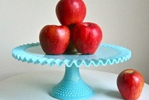 I heart Cake Stands / by Robin Schick