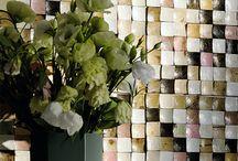 Edle & ausgefallene Tapeten / Eine Auswahl hochwertiger Tapeten aus besonderen Materialien und mit wunderschönen Strukturen.