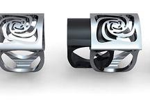CRISIS RINGS / Colección de anillos combinables. Baño de Plata + Resinas: colores transparentes y opacos - Acabado textura. Diseño y fabricación Nuria Parrado Sarandeses.