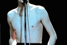 David Bowie my endless love / ... She'll come she'll go... Waiting in the wings... Takes its cigarette...