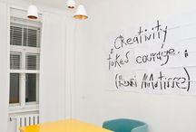 Scrittura su pareti / Frasi, citazioni, idee su parete realizzate con la calligrafia o la grafica