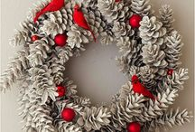Pinecone Crafts / Pinecone craft ideas, for all the pinecones my kids have been collecting. DIY decorations, wreaths, tiny animal figures, for fall and winter, Thanksgiving and Christmas.