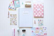 Oggettistica per la scrivania / Oggettistica per la scrivania in rosa e bianco