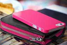 Carri Zipper Wallet Black/Fuchsia / Carri Zipper Wallet per iPhone 5 Black/Fuchsia: -Di alta qualità in pelle sintetica con zip a portafoglio; -Include Granite Case Ultra Slim(rosa) per la massima protezione; -Tasca per iPhone 5 ed accessori vari; -Ampio Slot per tessere o fogli; -Protezione completa del corpo per prevenire e proteggere il tuo iPhone 5 da graffi, danni e polvere; Incluso nella confezione 1 Granite Case Ultra Slim, 1 Screen Protector Crystal & 1 panno di pulizia in microfibra.