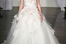 Inspiration: 12 Best Wedding Dresses 2013 / Fashion editors worldwide have picked their favourite dresses for 2013; here are 12 inspiring picks from the best of the bunch.