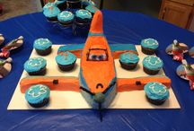 Bday cakes for konnoly / by Kimberly Hadfield
