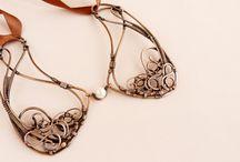 Jewelry: Collars