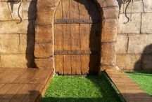 Décors en ciment et béton ! / Porte faite à 100% en ciment sur un mur pour un décor de piscine...