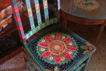 Покрашенные стулья