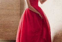 Robe de soirée mi longue / Robe midi / Cette gamme est pour l'occasion un peu moins formelle. Pourtant vous pouvez aussi impressionner les autres dans des événements moins formels avec les robes de soirée mi longues de Robedesoireelongue.fr. Magnifiques robes midis et mi longues sont disponibles pour répondre à toutes les occasions.