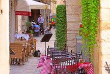 Split, Dalmacja! / Będąc na wakacjach na naszym nowym campingu na wyspie Pag, koniecznie wybierzcie się na jednodniową wycieczkę do Splitu. Cudowna starówka z katedrą św. Dujama, piękny pałac cesarza Dioklecjana, kręte uliczki kryjące małe knajpki, malowniczy port - Split to zdecydowanie jedna z najpiękniejszych wizytówek Chorwacji:  http://bit.ly/1YjSeBH