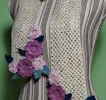 sciarpa a rete d'Irlanda con fiori in rilievo all'uncinetto / uncinetto