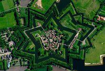29 incredibili immagini satellitari / 29 incredibili ed impressionanti immagini satellitare di luoghi che probabilmente avete visitato, ma che probabilmente non immaginavate di vedere in questo modo viste e, appunto, fotografato dall'alto.